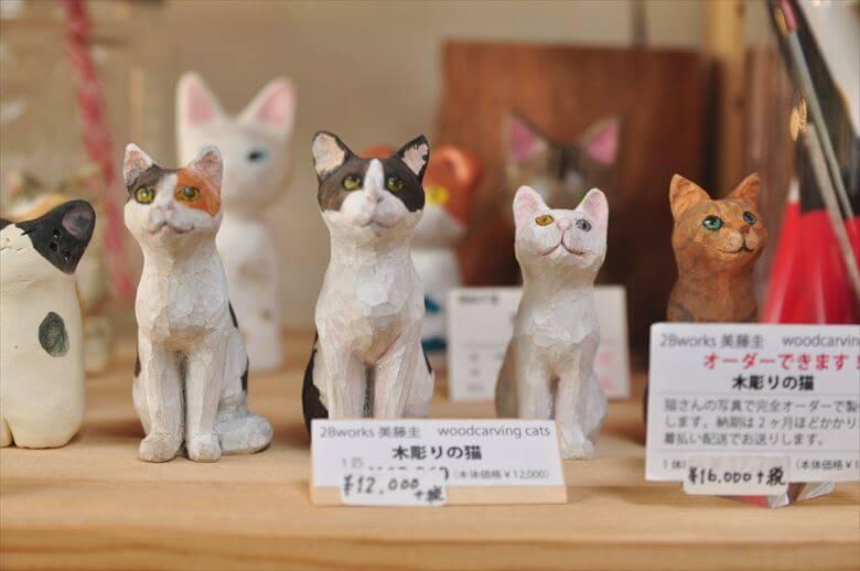 猫の木彫り人形
